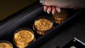Có gì bên trong hộp bánh Trung Thu 888 USD?