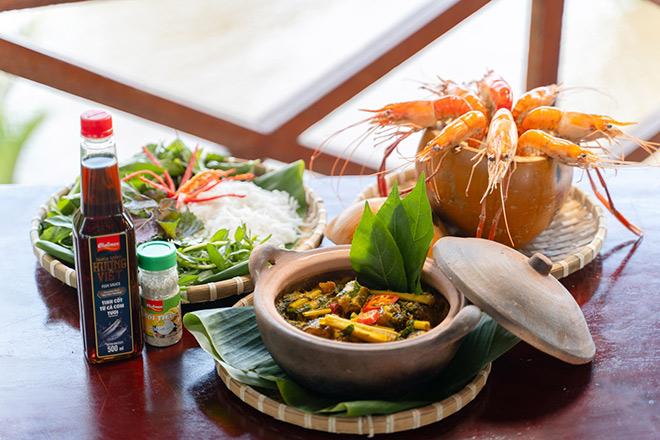 Tôm đốt trái dừa – Lươn om lá cách: 2 món đặc sản miền Tây gây thương nhớ - 3
