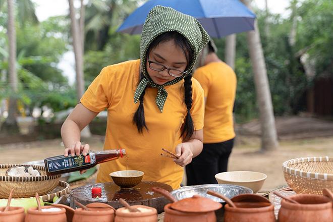 Tôm đốt trái dừa – Lươn om lá cách: 2 món đặc sản miền Tây gây thương nhớ - 1