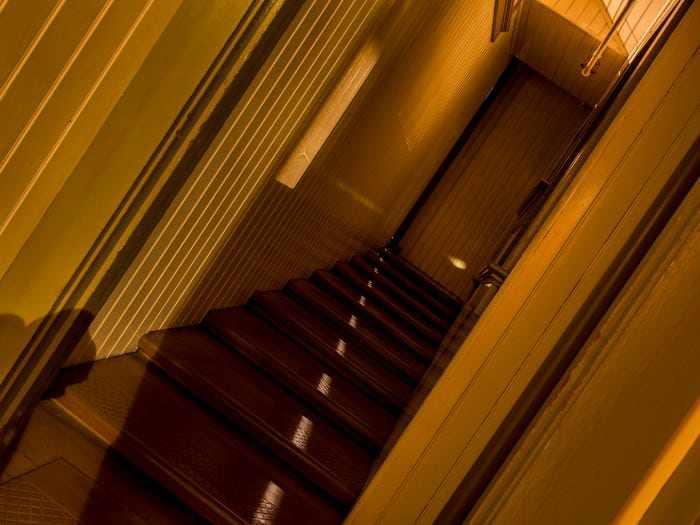 Ngôi nhà ma ám có thiết kế kỳ lạ với 2.000 cánh cửa, tốn 80 tỷ đô để sửa chữa - 7