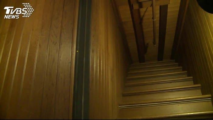 Ngôi nhà ma ám có thiết kế kỳ lạ với 2.000 cánh cửa, tốn 80 tỷ đô để sửa chữa - 5