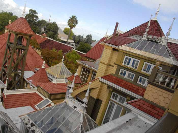 Ngôi nhà ma ám có thiết kế kỳ lạ với 2.000 cánh cửa, tốn 80 tỷ đô để sửa chữa - 11