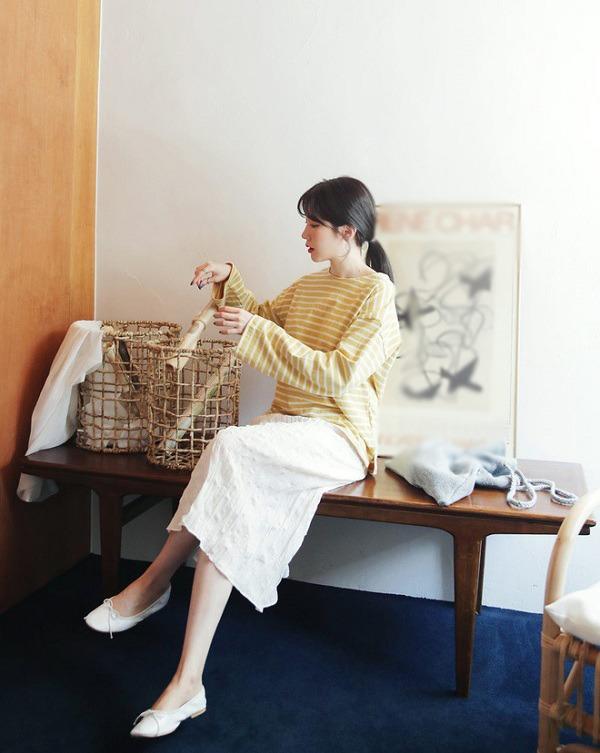 Các kiểu áo thun dài tay trẻ trung hết mực, chị em diện trong những ngày thu là hợp lý - 3