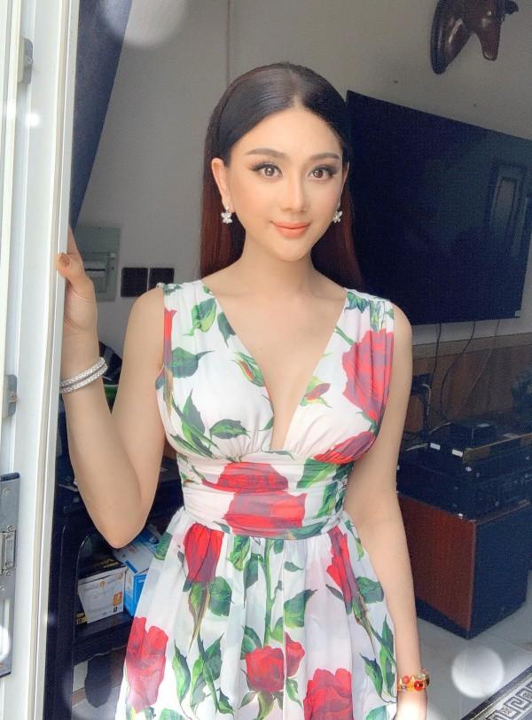 Lâm Khánh Chi, ngôi sao ăn mặc kém duyên nhất khi dự đám cưới của hội bạn thân - 9