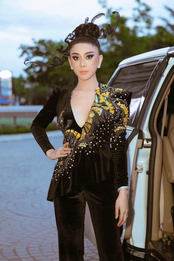 Lâm Khánh Chi, ngôi sao ăn mặc kém duyên nhất khi dự đám cưới của hội bạn thân - 8