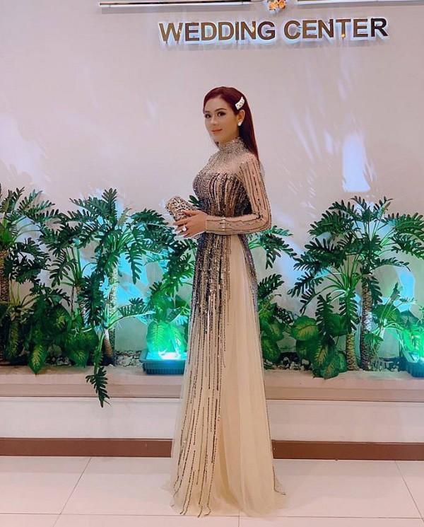 Lâm Khánh Chi, ngôi sao ăn mặc kém duyên nhất khi dự đám cưới của hội bạn thân - 11