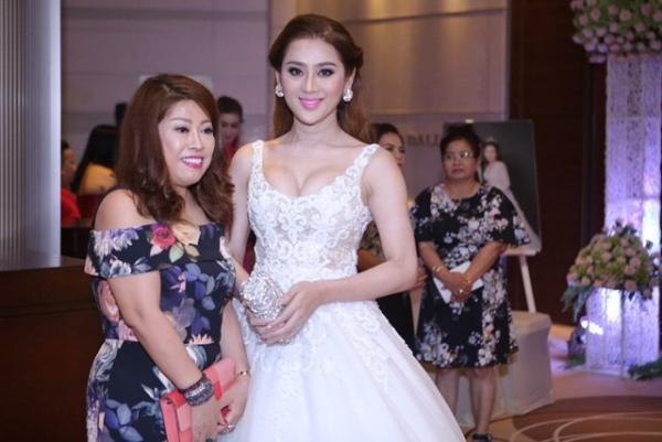 Lâm Khánh Chi, ngôi sao ăn mặc kém duyên nhất khi dự đám cưới của hội bạn thân - 3