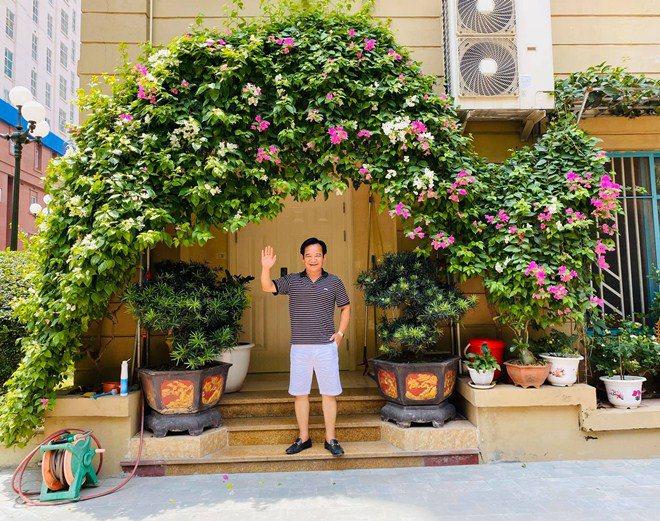 Sao Việt 24h: Vườn cây cảnh tuyệt đẹp trước cửa căn nhà 7 tỷ của nghệ sĩ Quang Tèo - 6
