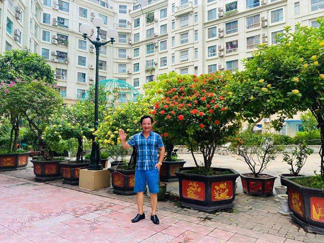 Sao Việt 24h: Vườn cây cảnh tuyệt đẹp trước cửa căn nhà 7 tỷ của nghệ sĩ Quang Tèo - 1