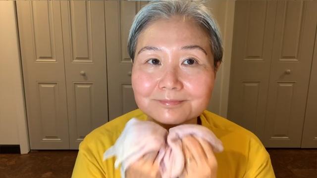 U30 chưa biết cách massage chống lão hóa da mặt, hãy để cụ bà U60 hướng dẫn - 15