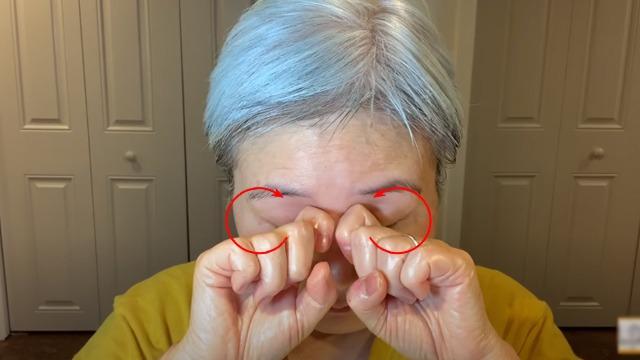 U30 chưa biết cách massage chống lão hóa da mặt, hãy để cụ bà U60 hướng dẫn - 7