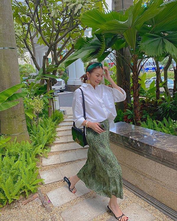 Học cách phối đồ với chân váy lửng từ sao Việt, nàng có ngay vẻ ngoài thanh lịch ngày thu - 1