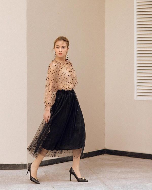 Học cách phối đồ với chân váy lửng từ sao Việt, nàng có ngay vẻ ngoài thanh lịch ngày thu - 5