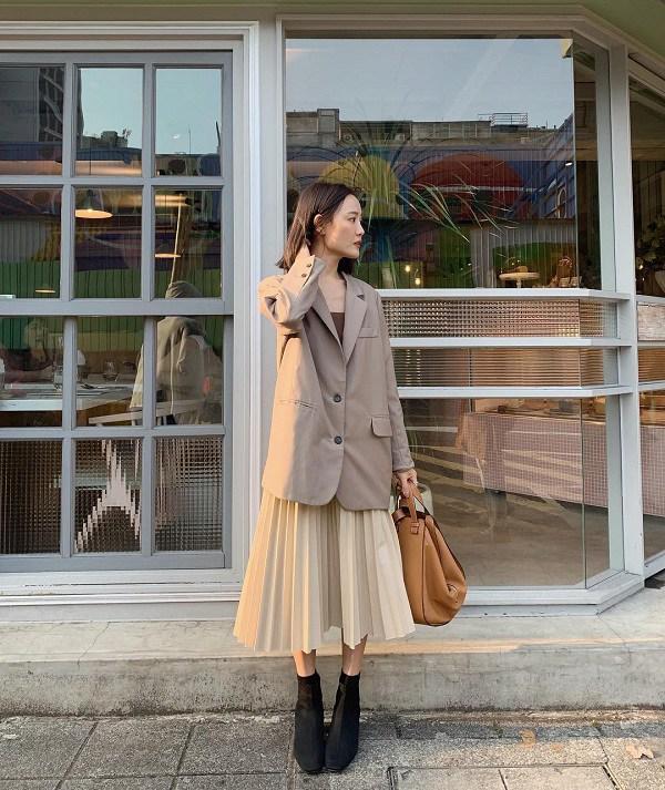 Học cách phối đồ với chân váy lửng từ sao Việt, nàng có ngay vẻ ngoài thanh lịch ngày thu - 16