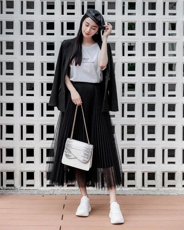 Học cách phối đồ với chân váy lửng từ sao Việt, nàng có ngay vẻ ngoài thanh lịch ngày thu - 15