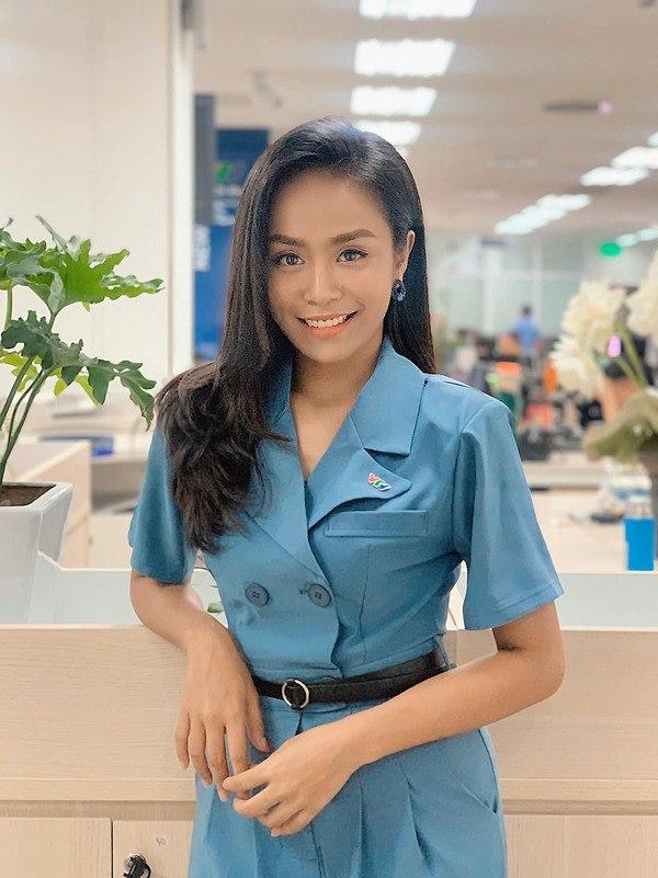 Không hề thua kém đồng nghiệp, nữ MC thời tiết chỉ diện đồ công sở cũng nổi bần bật - 6