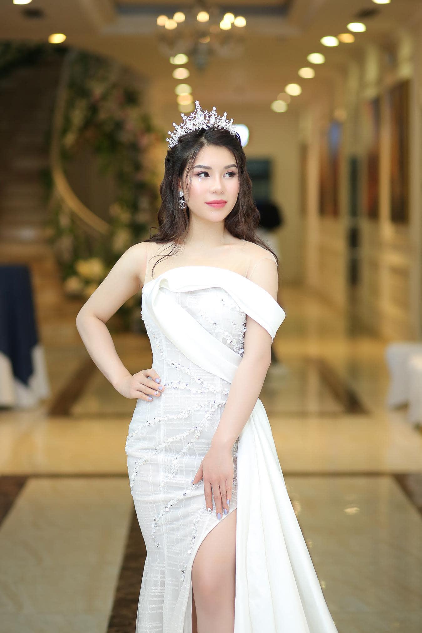 Hoa hậu Việt Nam 2020: Xuất hiện nữ tổng tài bên ngoài xinh đẹp bên trong nhiều tiền - 5