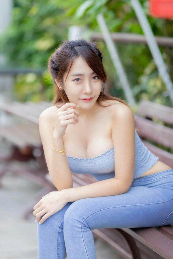 Từ câu chuyện hotgirl 2k1 bị chỉ trích với hình ảnh đi bar: Cách ăn mặc chính là vấn đề - 6