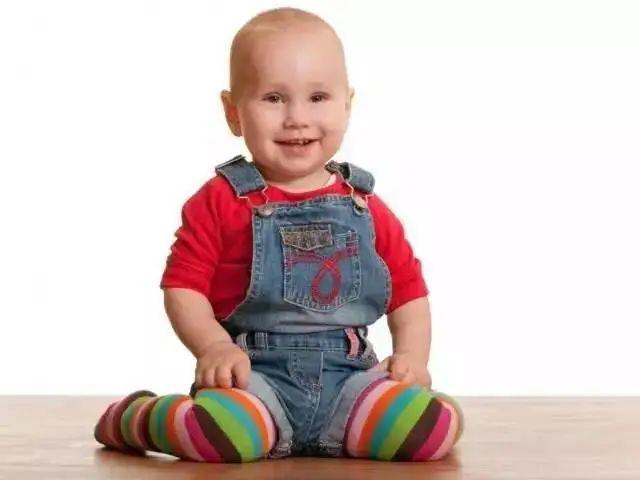 Muốn con chân dài, tuyệt đối tránh những amp;#34;hành viamp;#34; này khi con dưới 1 tuổi - 2