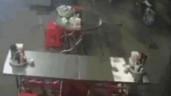 Người phụ nữ bị cướp kéo ngã, giật đi sợi dây chuyền trên cổ
