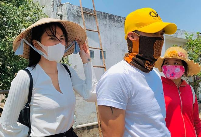 Sao Việt cháy nắng sau mùa hè: loạt Hoa hậu da hai màu, Thuỷ Tiên kêu trời vì hậu quả - 9