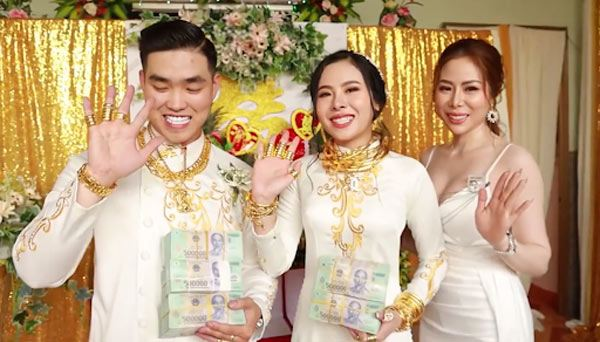 Tin tức 24h: Bất ngờ danh tính của hotgirl Sài Thành khoe chiếc đèn trung thu 3,5 tỷ đồng - 4