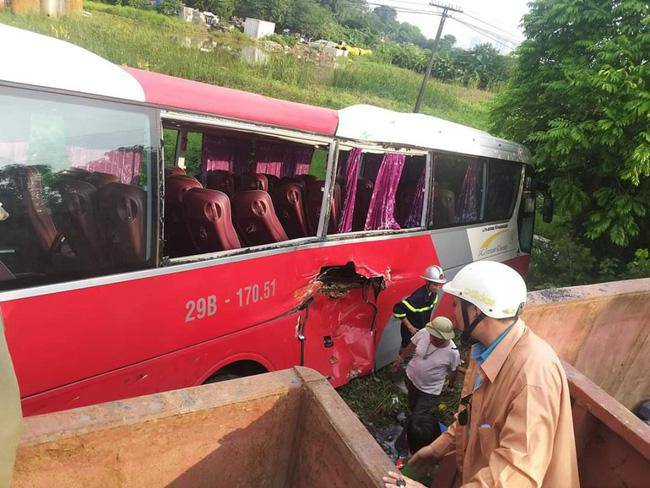 Vụ tàu hoả đâm ô tô chở 42 học sinh: Tài xế cố tình vượt qua đường ray