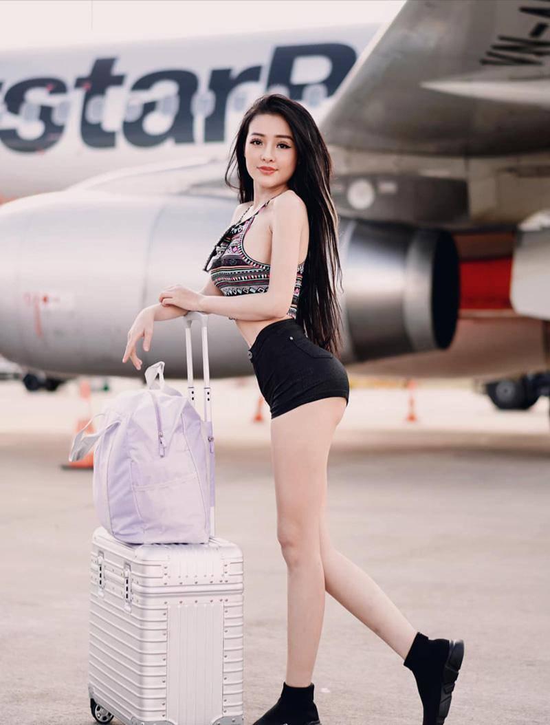 Thời trang sân bay sao Việt: người trùm kín mít, người phô ngực đầy eo thon - 13