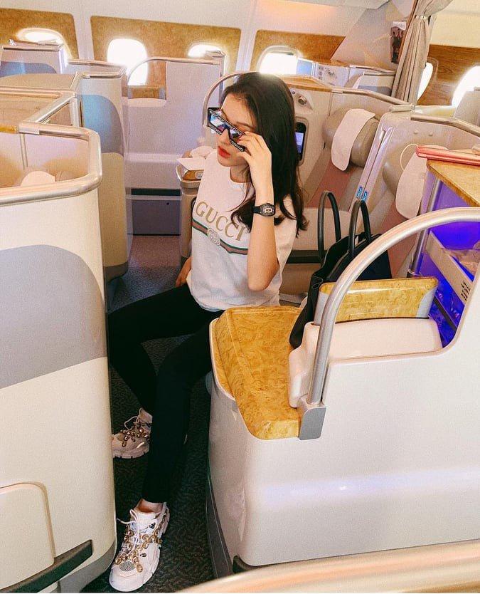 Thời trang sân bay sao Việt: người trùm kín mít, người phô ngực đầy eo thon - 4