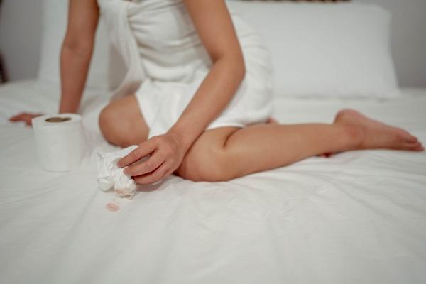 Phụ nữ chảy máu amp;#34;vùng kínamp;#34; vào 3 thời điểm này cẩn thận ung thư cổ tử cung đến gần - 1