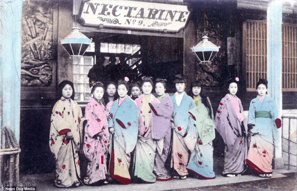 Kỹ nữ được trưng bày trong lồng ở Nhật 100 năm trước và câu chuyện làm đẹp để thoát thân - 11