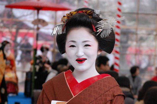 Kỹ nữ được trưng bày trong lồng ở Nhật 100 năm trước và câu chuyện làm đẹp để thoát thân - 10