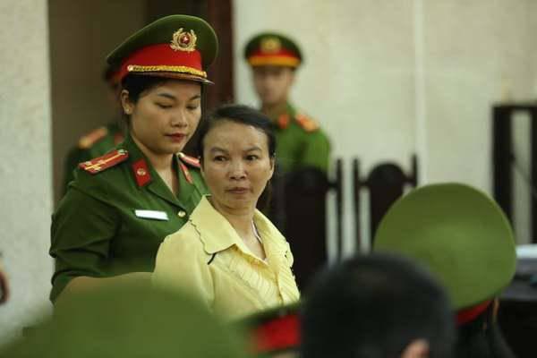Diễn biến bất ngờ tại phiên xử mẹ amp;#34;nữ sinh giao gàamp;#34; ở Điện Biên - 1