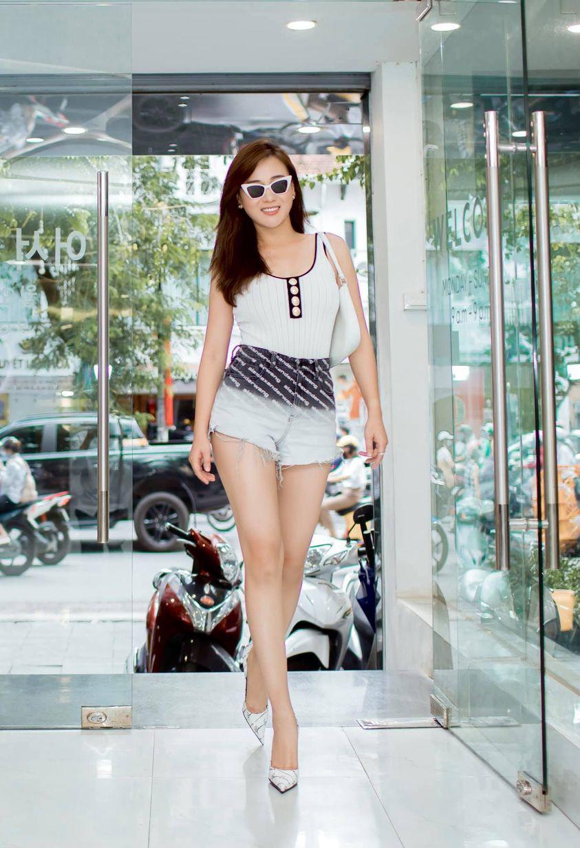 Mê kiểu quần ngắnrách tơi tả hại bao gái xinh, Phương Oanh vẫn tự tin khoe amp;#34;cặp giòamp;#34; cực phẩm - 3