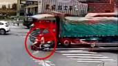 Cảnh sát chặn đầu xe tải để cứu mạng người đàn ông đi xe máy