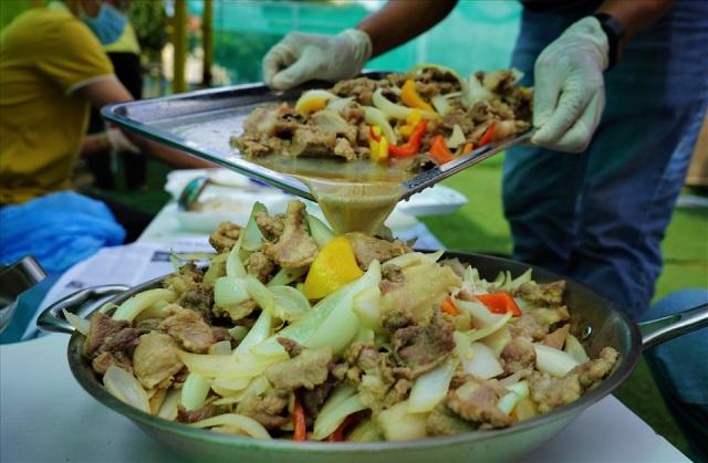Những suất ăn miễn phí mùa dịch dùng hẳn gạo ST25 để nấu