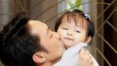 """Con gái Cường Đô La sớm bộc lộ năng khiếu nghệ thuật, 8 tháng tuổi đã """"quyền lực"""" nhất nhà"""
