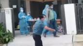 """CLIP: Làm rõ vụ người đàn ông quát """"Biến!"""" rồi đạp đổ bàn làm việc của nhân viên y tế"""