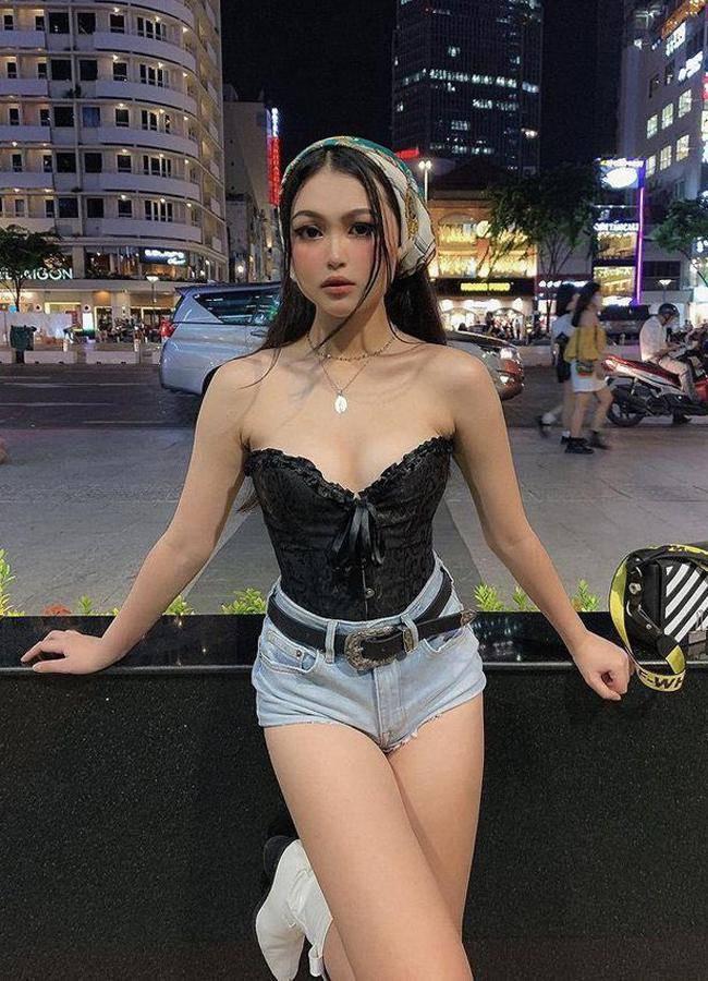 Nhiều gái đẹp gây chú ý vì vô tư mặc kiểu áo lót được yêu nhất mùa dịch dạo phố - 6