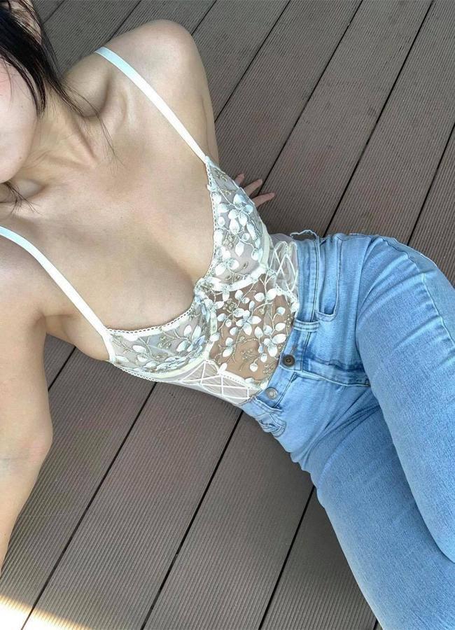 Nhiều gái đẹp gây chú ý vì vô tư mặc kiểu áo lót được yêu nhất mùa dịch dạo phố - 14