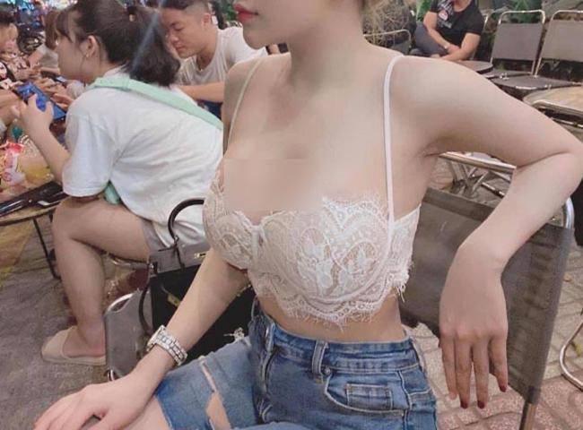 Nhiều gái đẹp gây chú ý vì vô tư mặc kiểu áo lót được yêu nhất mùa dịch dạo phố - 17