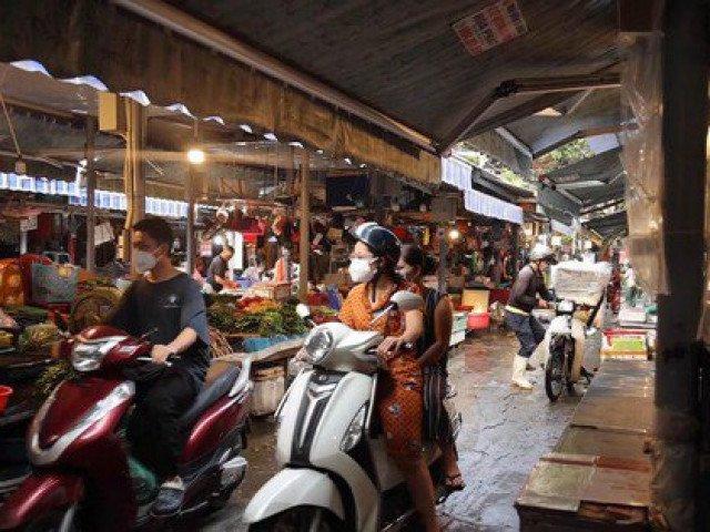 Mục sở thị buổi sáng đầu tiên tại Hà Nội sau lệnh giãn cách toàn xã hội phòng dịch