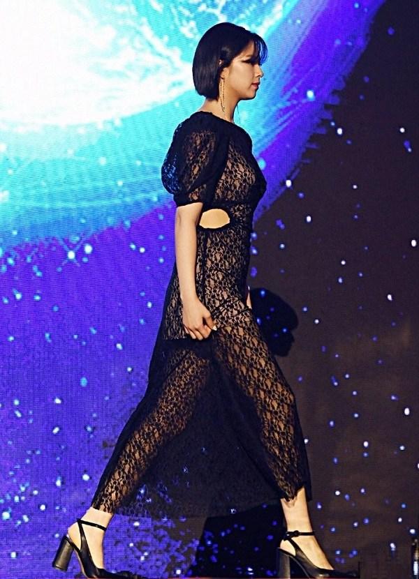10 bộ váy xấu đến khó hiểu của sao Hàn, thần thái cỡ nào cũng bị tụt hạng phong cách - 5