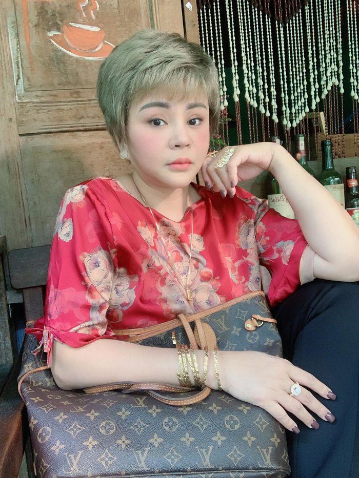 Để con cho chồng cũ nuôi vì nghèo, Lê Giang đau đớn khi con nói amp;#34;bà không phải mẹ tôiamp;#34; - 11