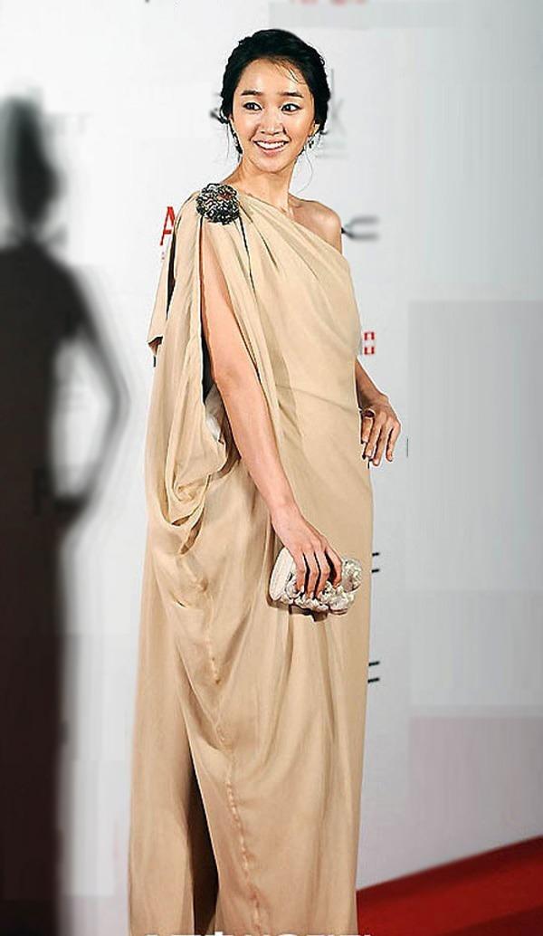 10 bộ váy xấu đến khó hiểu của sao Hàn, thần thái cỡ nào cũng bị tụt hạng phong cách - 9
