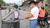 Tận thấy người dân quận Tây Hồ đi chợ cách nhật bằng 'tem phiếu'
