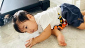 Con trai bị ngã khóc ré lên, chồng Hoà Minzy nhìn thấy phát hoảng nhưng vợ lại bình tĩnh