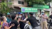 """Hà Nội: Sang phường khác đi chợ không có phiếu, hai vợ chồng gây rối, đòi """"thông chốt"""" kiểm dịch"""