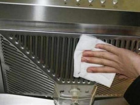 Máy hút mùi phải lau dọn thường xuyên, dạy chị em một mẹo sạch ngay trong tức khắc