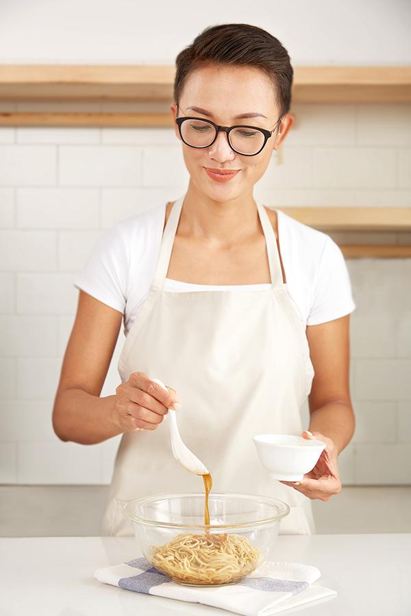 Công thức thịt xíu mắm trộn mì vàng mềm thơm, đậm vị từ Chef Tuyết Phạm - 5